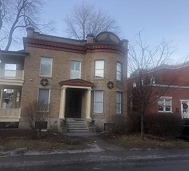Reparation de brique et de joints de brique Montreal - Restauration de mur de brique, restauration complète des joints de brique sur maison ancestrale à Outremont