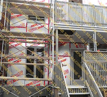 Projet de briquetage maconnerie a Montreal remise a neuf - Façade arrière de copropriété. Démantèlement de la brique et installation d'isolant 1 pouce. Installation de briques neuves Old Markham format CSR à Montréal.