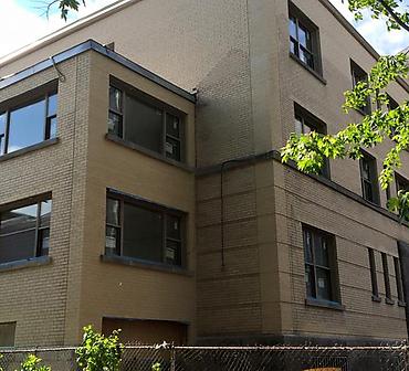 Projet de restauration de murs de briques et membranes solins - Réparation de ventre de boeuf dans la brique et remplacement des membranes solins causé par plusieurs infiltrations d'eau dans St-Henri à Montréal.