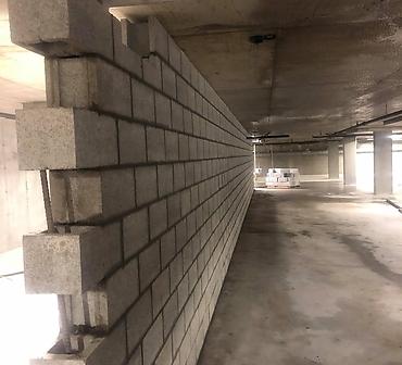 Pose de blocs de beton - Installation de blocs de béton au sous-sol immeuble habitation, séparation en bloc de béton utilisé pour séparer les stationnements auto, chute à déchet, locker, salle électrique et plus encore