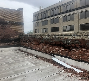 Restauration mur de brique Montreal - Brique fissurée, brique éclatée, brique brisée, brique qui s'effrite et ventre de boeuf, problèmes causés par des infiltration d'eau et le cycle gel dégel