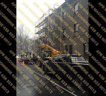 Projet de restauration et reparation du patrimoine batiment ancestral - Reparation de ventre de boeuf dans la pierre enlever les pierres nettoyer et reinstaller Lieu Ville de Montreal arrondissement Hochelaga Maisonneuve