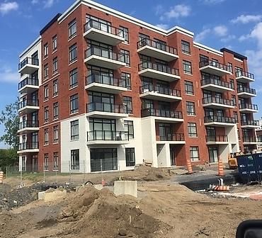 Travaux de maconnerie et pose de briques et blocs architecturaux a Montreal - Pose de brique Brampton St-John Premier plus et pose de bloc architectural blanc de Shouldice à Ville LaSalle à Montréal