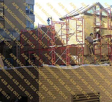 Projet de reparation restauration de brique edifice institutionnel - Hopital Notre Dame Installation de brique neuve reparation de linteaux de pierre St Mark Lieu Ville de Montreal Hochelaga Maisonneuve