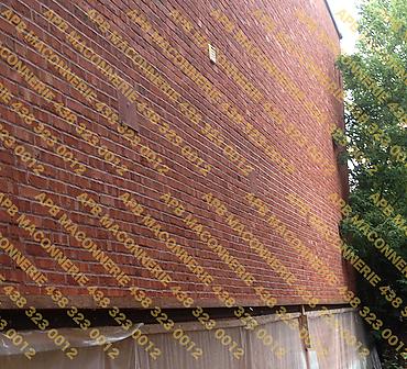 Projet de briquetage maconnerie remise a neuf reparation mur de triplex - Suite a une infiltration d eau Demantelement de la vieille brique installation brique neuve Champlain Csr Lieu Ville de Montreal arrondissement Ahuntsic