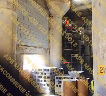 Projet de maconnerie en milieu industriel - Pose de blocs de béton dans l'arrondissement Hochelaga Maisonneuve.