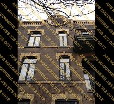 Projet de restauration du patrimoine ancestral - Reparation des joints de brique et de quelques briques fissurees Reparation des alleges de fenetres Lieu Ville de Montreal arrondissement Outremont