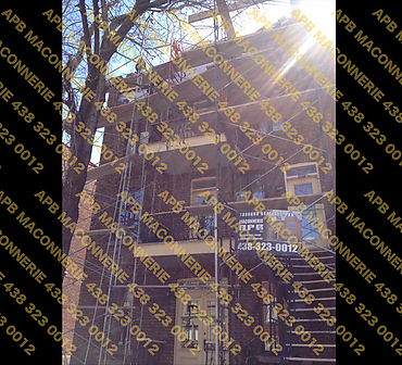 Projet de restauration du patrimoine ancestral 2 - Redressement de corniche reparation de brique et reparation de joints de brique Reparation d alleges de fenetres Lieu Ville de Montreal arrondissement Plateau mont royal