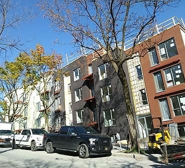 Travaux de restauration de brique et maconnerie a Montreal - Installation de briques, 48 logements dans Hochelaga Maisonneuve.