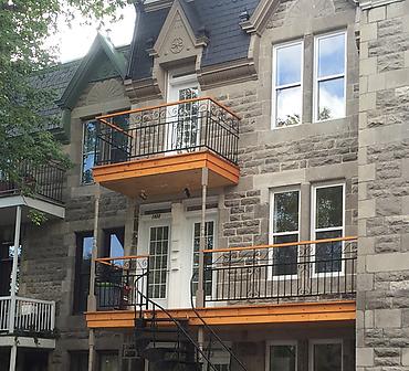 Projet de restauration complete de brique et maconnerie - Restauration complète de la façade de pierres St-Marc. Travaux de restauration de maçonnerie effectués à Montréal dans l'arrondissement Hochelaga Maisonneuve.