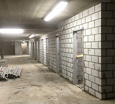Projet de briquetage maconnerie Pose de blocs de beton - Pose de blocs de béton pour chambre électrique et division des lockers ou rangements à Ville Saint-Laurent Montréal.
