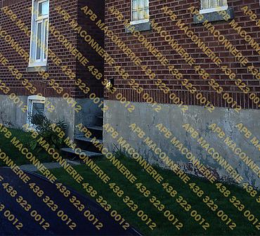 Projet de reparation restauration de copropriete - Reparation de crepis de fondation style ancestral redressement de corniche demantelement de la brique et reinstallation Lieu Ville de Montreal arrondissement Notre Dame