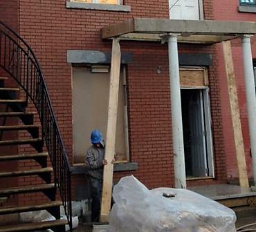 Projet de briquetage maconnerie installation de briques - Pose de briques Riverdale Matt, format Québec et installation de linteaux et allèges de pierres St-Marc.